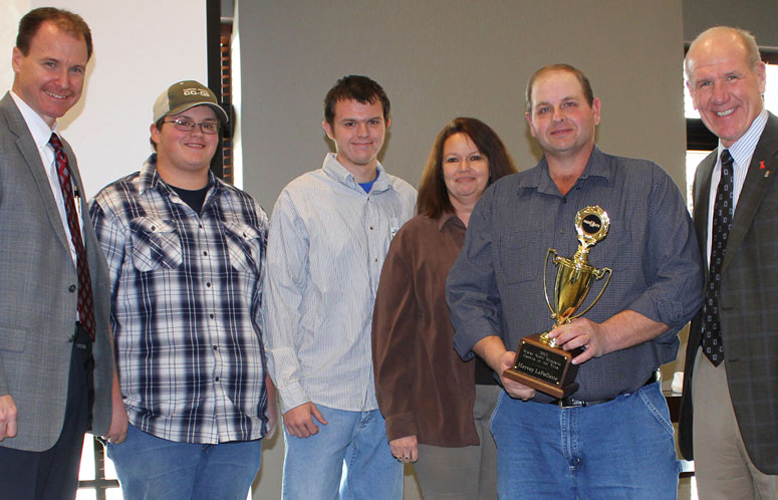 Harvey Lafollette Receives Wayne Scott Memorial Grower of the Year Award