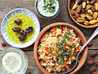 While we may not live near the coast of the Mediterranean sea, there are easy ways to include a Mediterranean flare to your meals on a daily basis. Follow these simple tips from Food City's own registered dietitian.